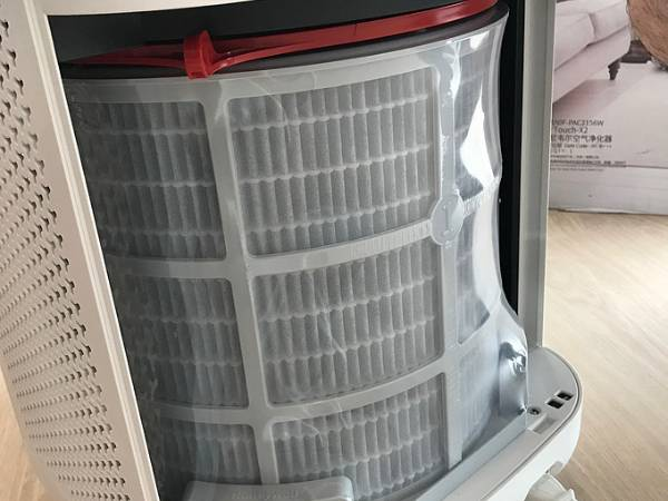 A basket type polyester filter mesh is installed on the air purifier.