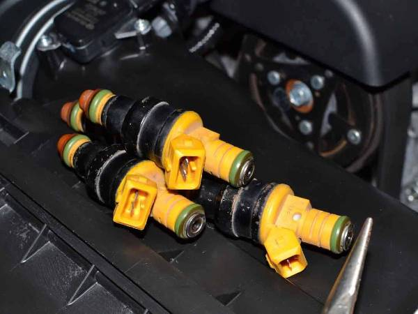 Three injector in the car.